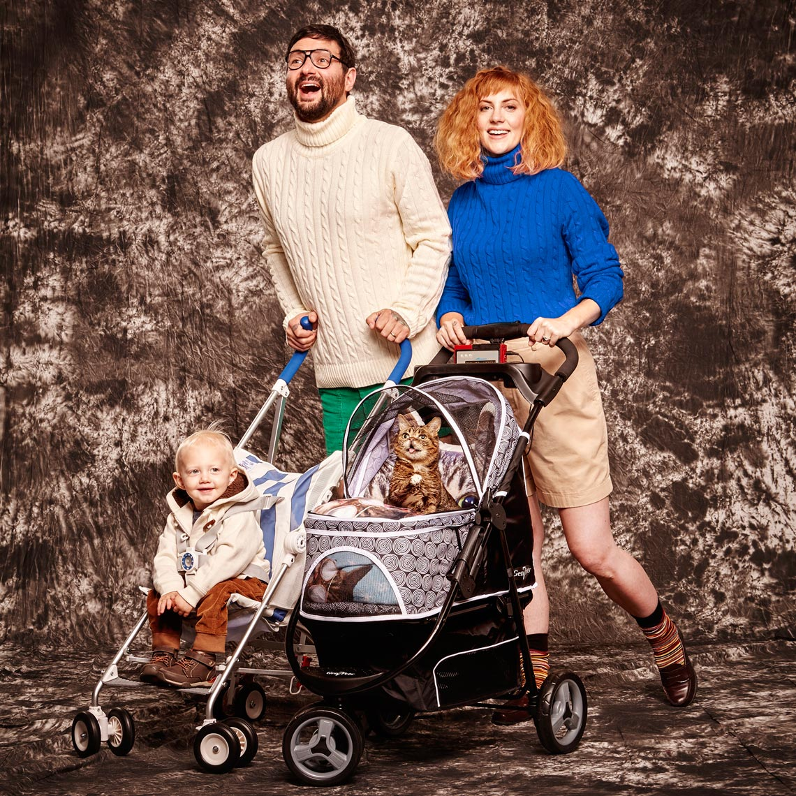 Lil bub awkward family photo stroller